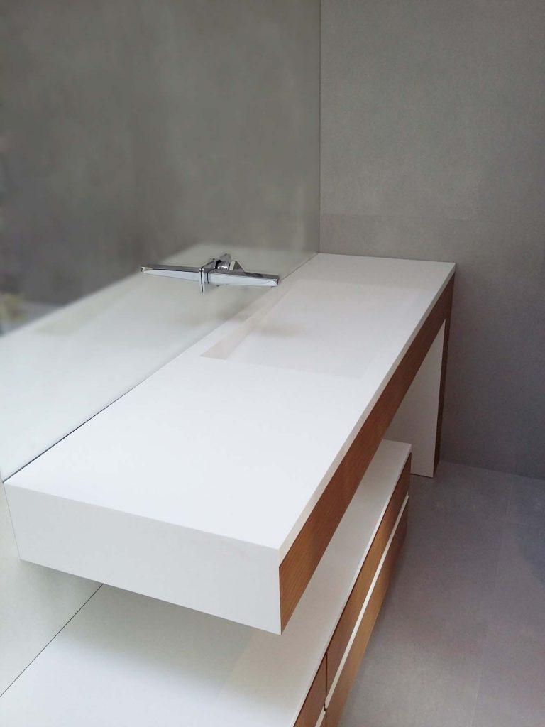 minimal waschbecken mit linearem abfluss