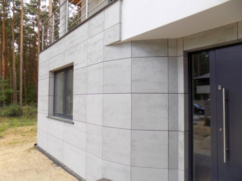How to mount concrete slabs on the wall?