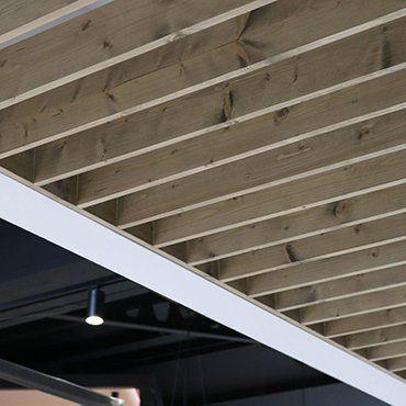 panele-sufitowe-z-drewna